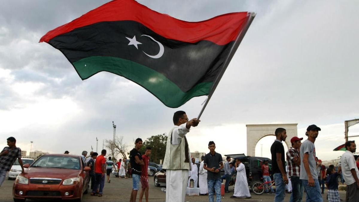 ليبيا.. السراج يعلن تحرير قاعدة الوطية العسكرية