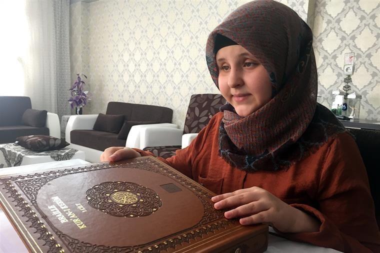 تركيا.. طفلة كفيفة بعمر 11 عاما تنهي حفظ القرآن الكريم خلال عام واحد