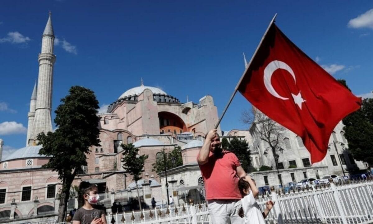 آيا صوفيا العلم التركي